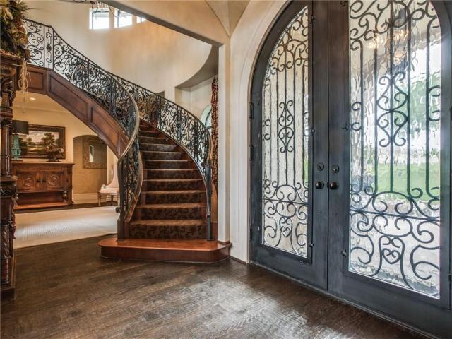 RushCreek.Foyer.Stairwell